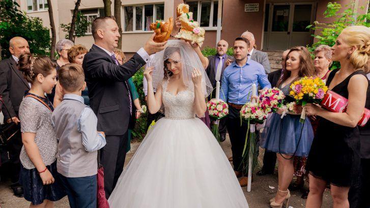 obiceiuri de nunta si traditii romanesti 727x409 - Obiceiuri de nunta si traditii romanesti